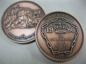 Back and front view of medal from 1986 Commonwealth Games